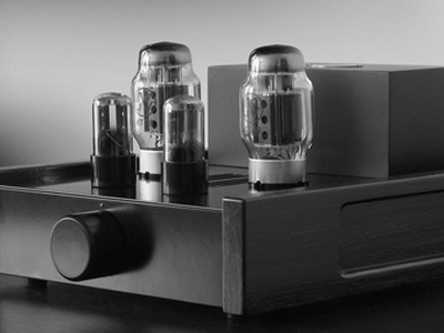 Feliks Euforia all-tube headphone amplifier unit